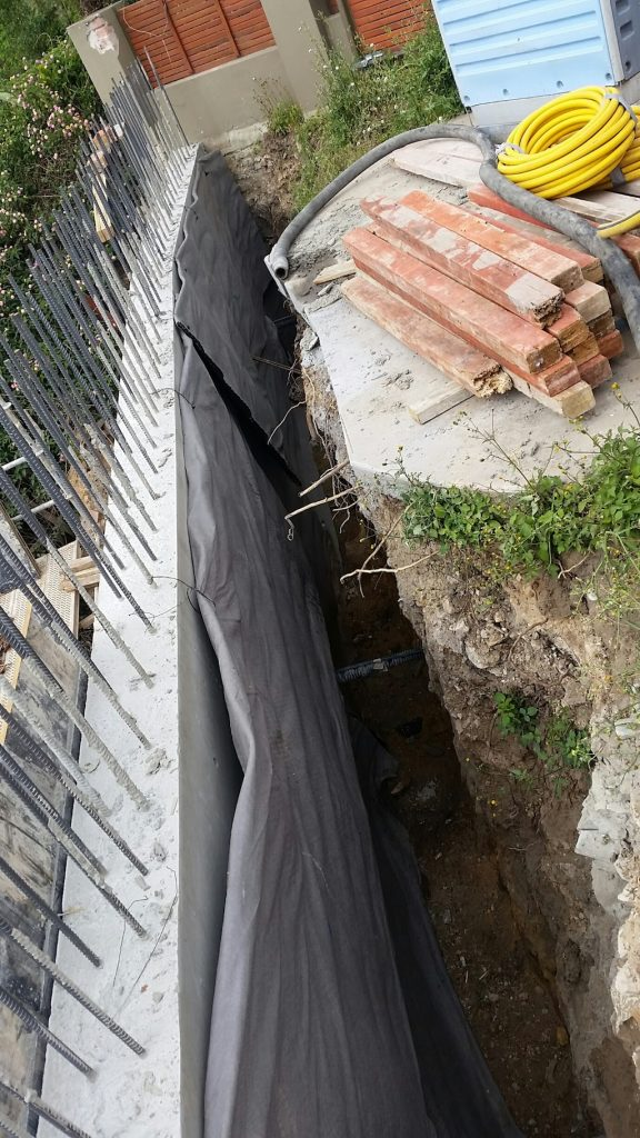 Remediating collapsed retaining walls on building sites