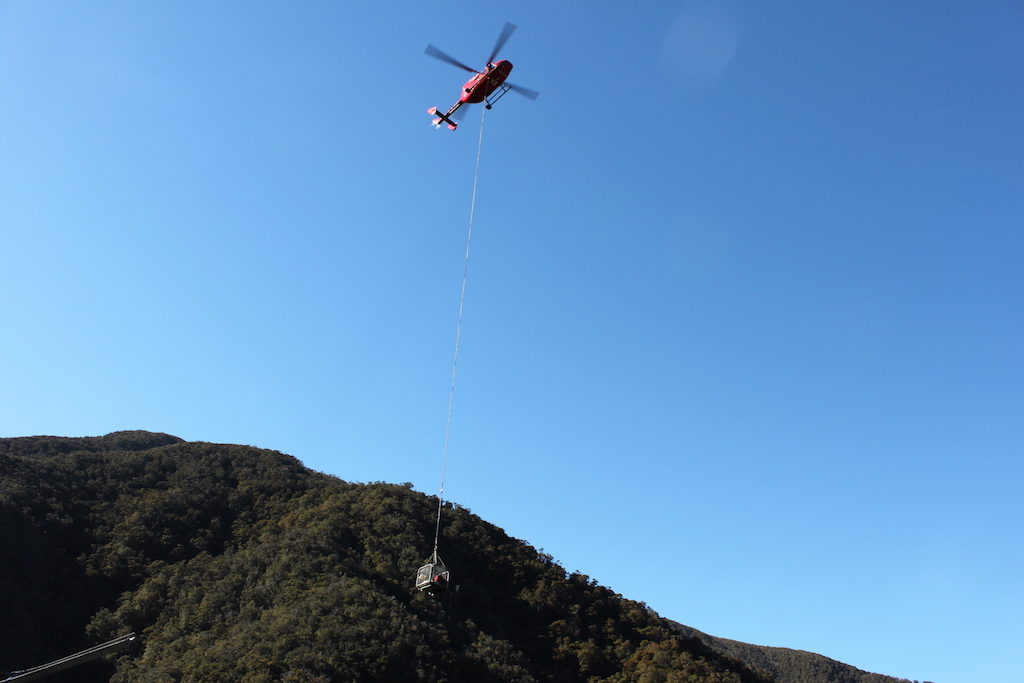 Pike_Mine_Helicopter-delivering-equipment-1